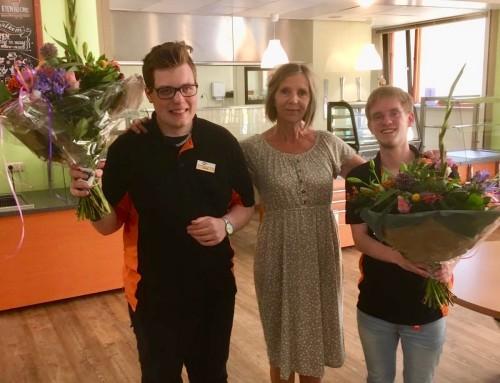 """Jurre en Matthijs geslaagd voor hun certificaat """"werken aan de ontvangstbalie"""""""